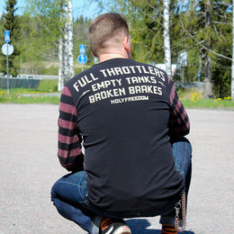 Full Throttle selkä