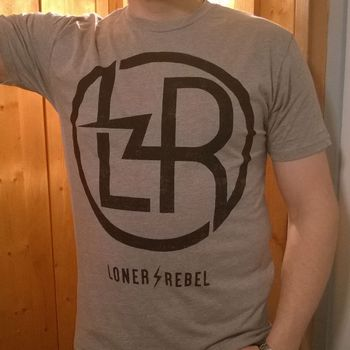"Loner / Rebel ""Badge"" T-paita"